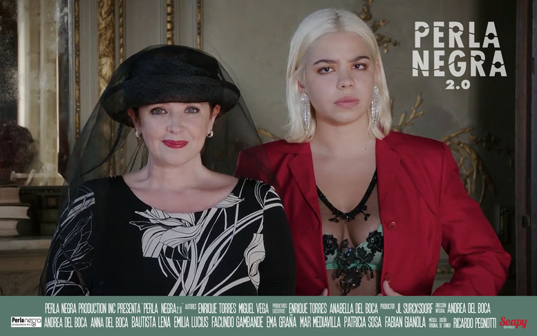 Actrices Anna and Andrea Del Boca lookinf to camera, posing for the newvela poster